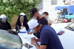 The team starts their work by drawing the actual map of the houses in the street along with their supervisor.